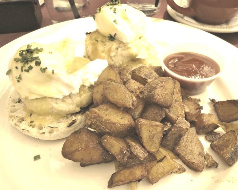 Chesapeake Benedict, Gigi Restaurant and Lounge (by Taylor McConnell)