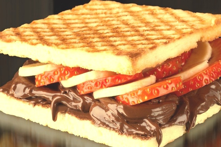 Hotel Chocolat peanut & chocolate smudge sandwich with strawberries and banana